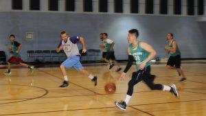antrenman yapan basketbolcular